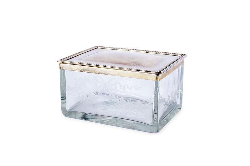 Pojemnik szklany z przykrywą, Francja (?), k. XIX w.