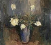 Białe róże w wazonie