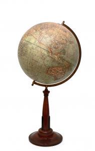 Globus z mapą fizyczną
