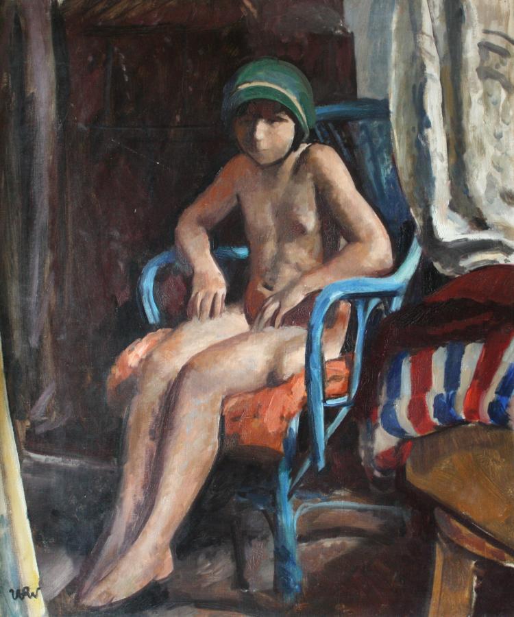 Dziewczynka na niebieskim krześle