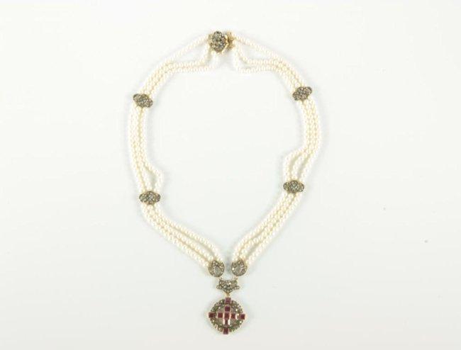 Naszyjnik z pereł z diamentami i rubinami